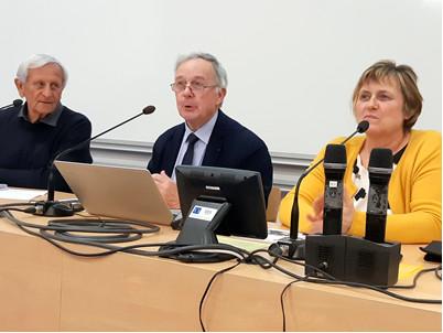 De gauche à droite : Patrice Saint André, Edouard Maret animateur du réseau JDL, Christine Cauchon chargée de la vie scolaire au lycée Charles Péguy de Gorges