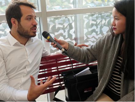 Mahir Guven, interviewé par les étudiantes de Science Com,  avant le début de la conférence